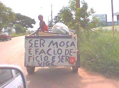 Placas, anúncios e imagens engraçadas com erros de português