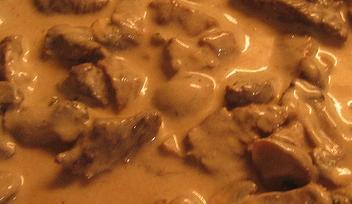Almoço-Batata frita e estrogonofe de frango