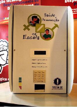 Máquina de camisinha nas escolas