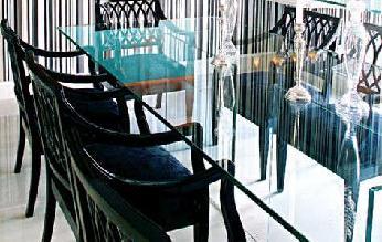 Salas de jantar e as mesas de vidro
