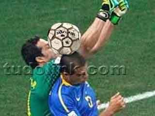 Falha do goleiro Júlio Cesar no gol da Holanda Copa 2010