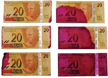 dinheiro manchado de rosa