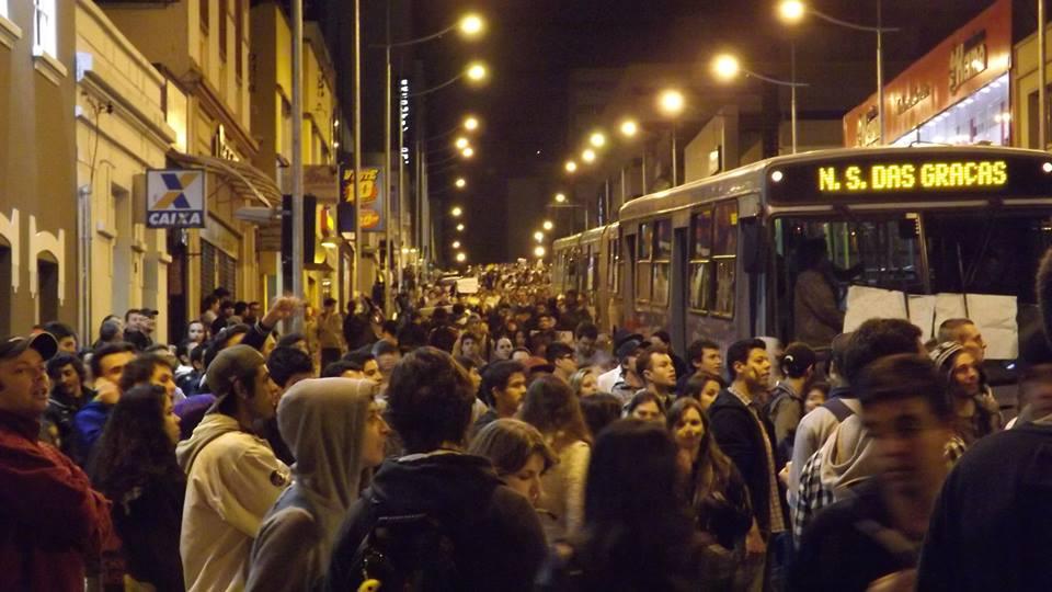 Protestos se espalham no interior do Brasil