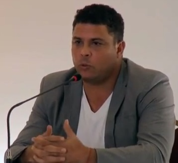 Ronaldo diz que não se faz Copa com hospitais