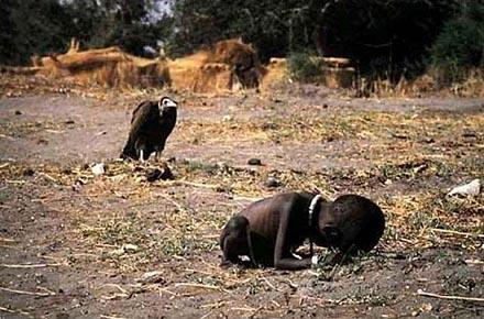O que aconteceu com a criança da foto do abutre